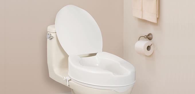 si ge de toilette allong et sur lev avec couvercle par. Black Bedroom Furniture Sets. Home Design Ideas